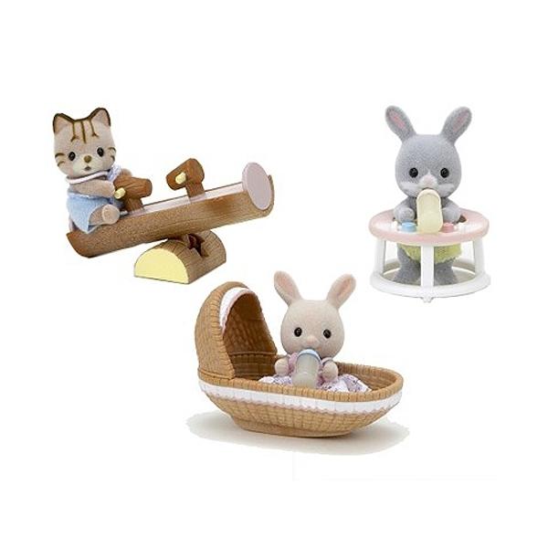 Игровой набор Sylvanian Families Младенец в пластиковом сундучке кот на качелях, кролик в люльке, кролик в ходунках<br>